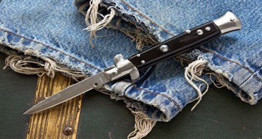 Couteaux automatiques à cran d'arrêt